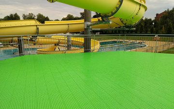 Outdoor plastic floor for swimming pool in Karvina